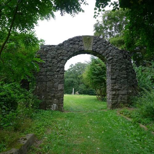 Torbogen des früheren Schlosses Wehningen